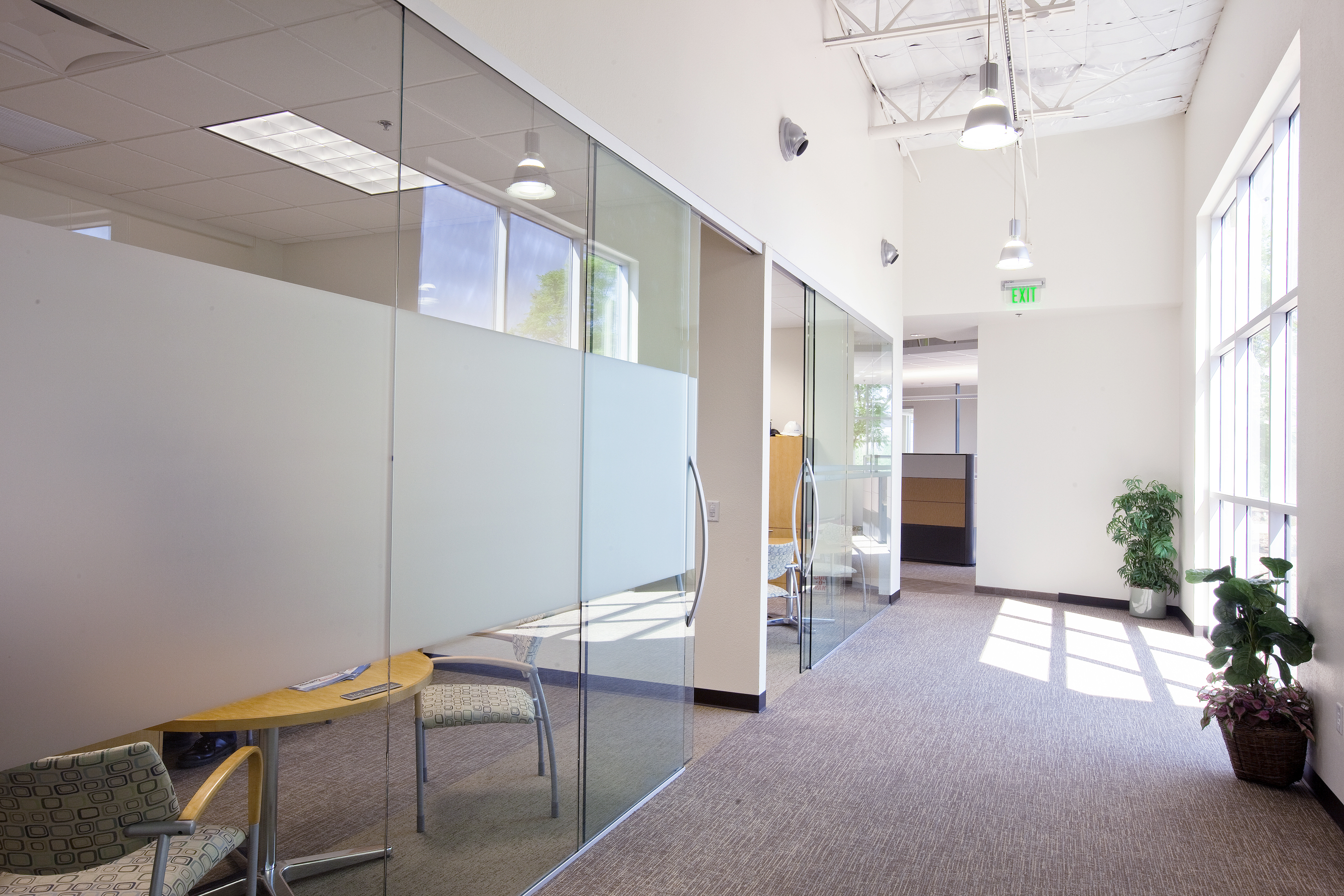Interior glass partitions dorma interior tech for Sliding glass wall systems